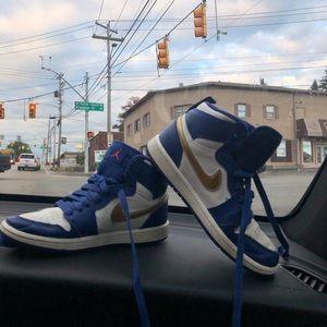 Nike Jordan retro 1 sneakers SZ 1 royal blue gold
